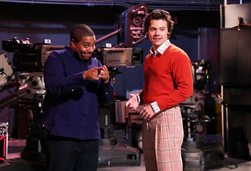 Harry Styles, Kenan Thompson are posing for a picture: Host Harry Styles and Kenan Thompson during promos for 'Saturday Night Live' in Studio 8H in New York City.