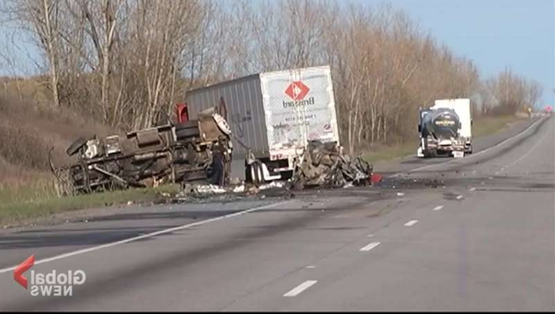 a truck that is driving down the highway: The trial for one of the truck drivers involved in a fatal Highway 401 crash began in Kingston on Monday.
