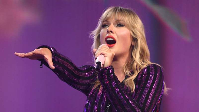 a person wearing a purple dress: Taylor Swift had said future performances were in doubt so long as she was blocked from singing her old hits