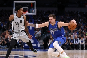 Luka Doncic puts up 42, records yet another triple-double to lead Mavericks past Spurs