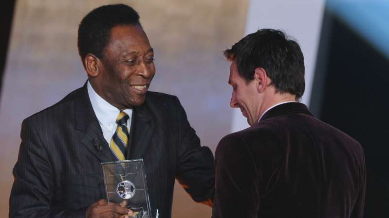 Pele wearing a suit and tie: Pele Messi