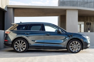 2021 Lincoln Corsair Grand Touring: The Plug-In-Hybrid One