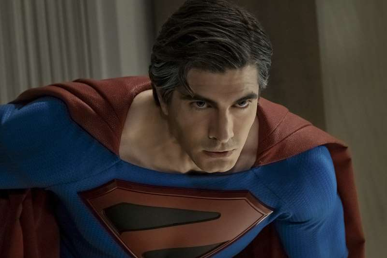 Crise nas Infinitas Terras: Novos fotos trazem Tom Welling e Brandon Routh como Superman