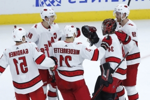 Hurricanes top Blackhawks 4-2 for 4th straight win