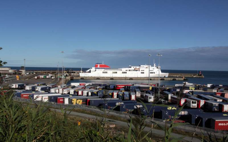 a truck is parked in a parking lot: Rosslare europort stock