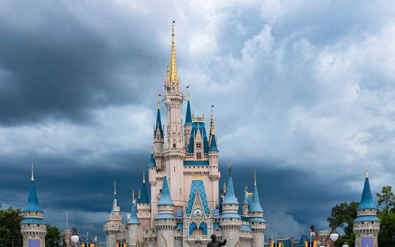 a castle on a cloudy day