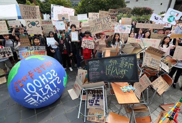Slide 41 of 50: South Korean students attend a rally to demand action on climate change in Seoul, South Korea, September 27, 2019.   Yonhap via REUTERS   ATTENTION EDITORS - THIS IMAGE HAS BEEN SUPPLIED BY A THIRD PARTY. SOUTH KOREA OUT. NO RESALES. NO ARCHIVE. - RC1EB04A1FE0