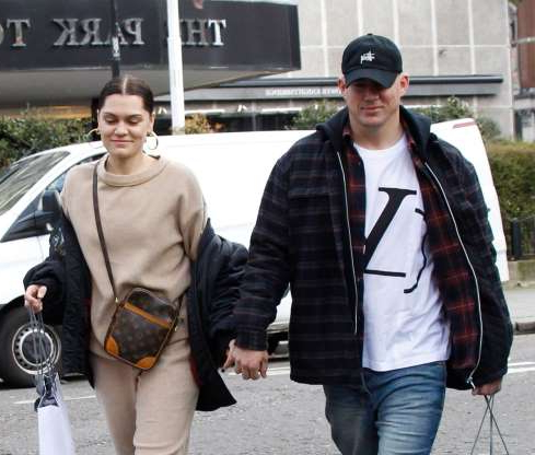 Slide 15 of 132: Jessie J And Channing Tatum held hands while out shopping in London on March 14.