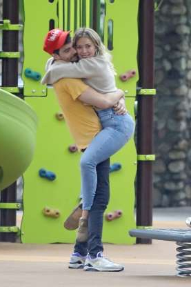 Slide 25 of 132: Hilary Duff and fiancé Matthew Koma were the epitome of sweet while hugging in Beverly Hills on Sept. 27.