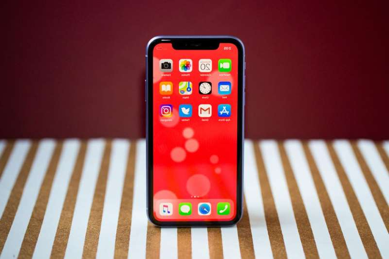 a close up of a remote control: Verizon's Thanksgiving iPhone 11 deal is great for upgraders. Angela Lang/CNET