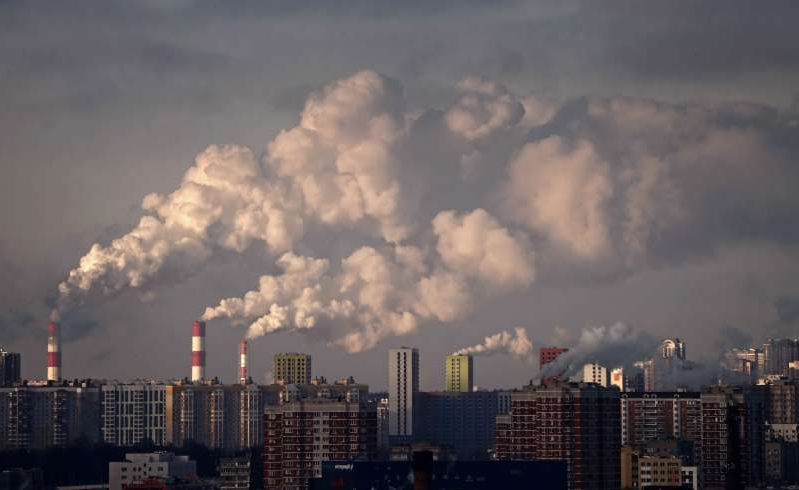 a factory with large clouds in the sky: Smoke rises from chimneys of the gas boiler houses as the temperature dropped to minus-7 Celsius in Moscow this month. (Maxim Shipenkov/EPA-EFE/Shutterstock)