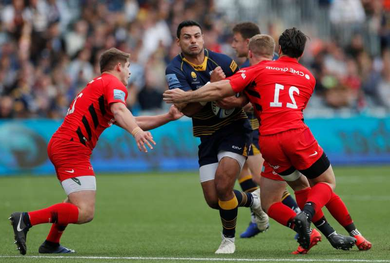 a group of men playing a game of football: Premiership - Worcester Warriors v Saracens