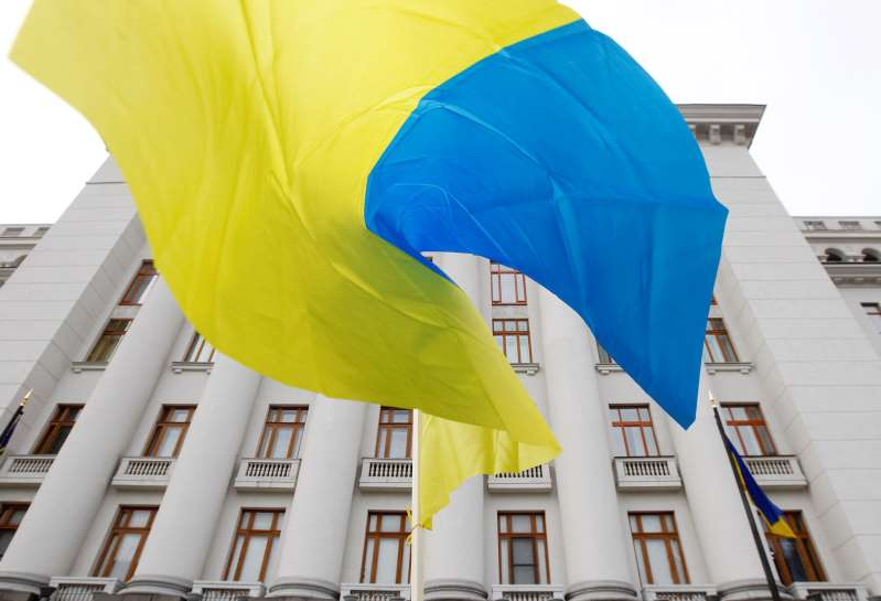 KIEV, UKRAINE - 2019/11/01: Ukrainian flag waves during a rally of supporters of Ukrainian President Volodymyr Zelensky outside the Presidential Office. (Photo by Pavlo Gonchar/SOPA Images/LightRocket via Getty Images)