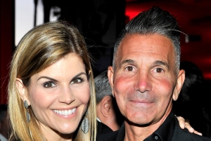 Lori Loughlin, Mossimo Giannulli Plan to Have a 'Low-Key' Anniversary as They Await Trial: Source