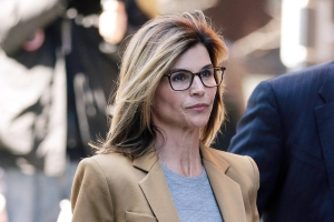 Lori Loughlin's Lawyer Is 'Grilling Her' in Mock Trials Ahead of Court Appearance