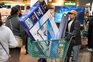 Shoppers head out Black Friday instead of Boxing Day in search of holiday gifts