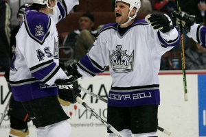Sean Avery says coach kicked him when playing for Kings