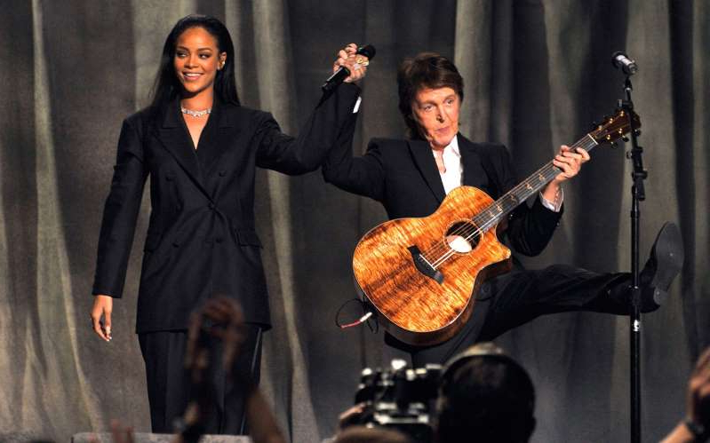 Paul McCartney, Rihanna are posing for a picture
