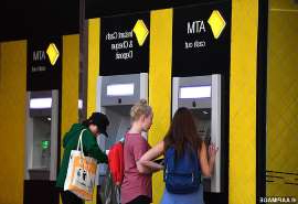 a group of people standing next to a woman: An urgent warning has been issued to Commonwealth Bank customers after an email scam requiring customers to log in has been detected (stock)
