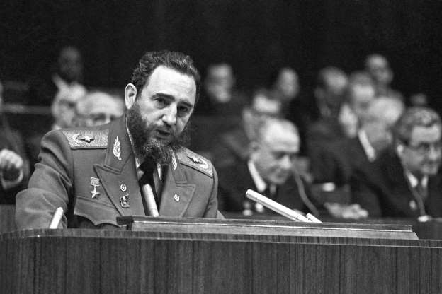 Folie 3 von 35: Fidel Castro gives a speech at the 25th Congress of the Communist Party of the Soviet Union 1976.