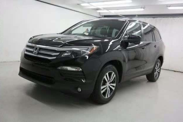 a car parked on the side of a road: Toronto police have released this image of an SUV that is similar to one they believe was involved in a fatal hit and run in Etobicoke in late November.