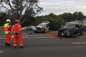 Driver killed in horror crash after car 'crosses onto wrong side of Nepean Hwy'