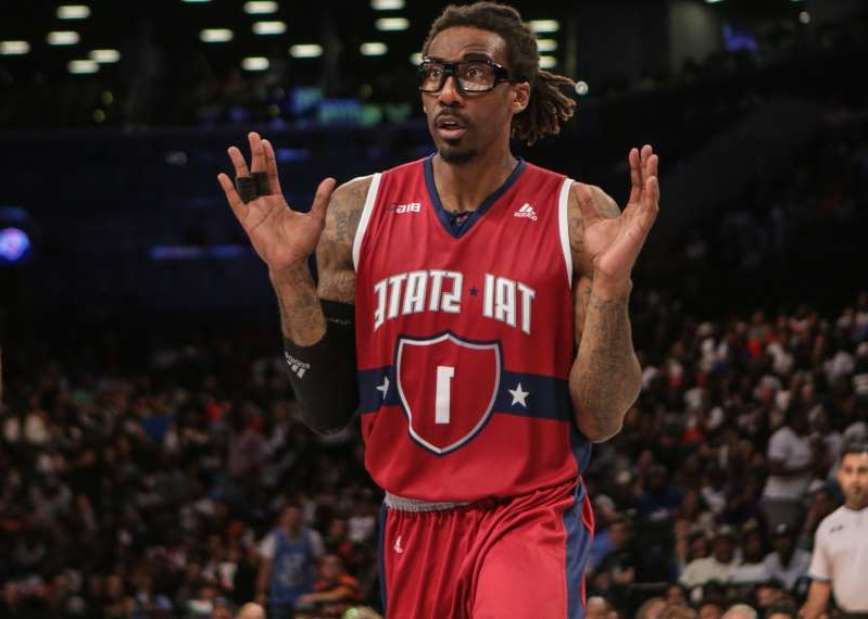 Amar'e Stoudemire holding a basketball