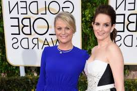 Tina Fey, Amy Poehler are posing for a picture