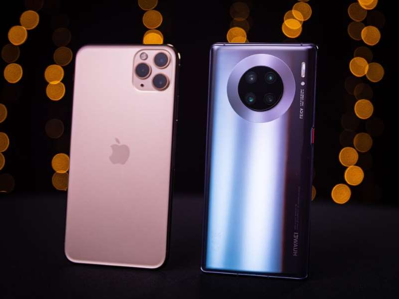 Huawei Mate 30 Pro and the iPhone 11 Pro Max. Ian Knighton/CNET