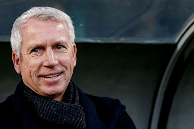 Alan Pardew managed his first ADO Den Haag game on Sunday