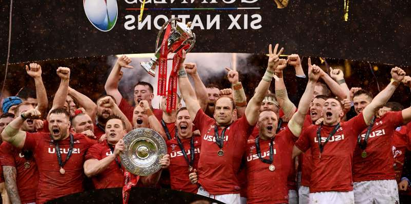 Alun Wyn Jones, Liam Williams, Jonathan Davies, Rob Evans posing for a photo: The most memorable Six Nations matches in history