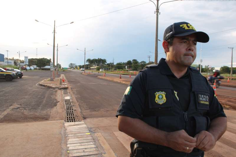 a man wearing a hat: Police officer Flavio Adriano Dourado keeps watch over a highway in Dourados, Mato Grosso do Sul state, Brazil.