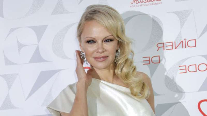 a girl taking a selfie: Actress Pamela Anderson has had a unique and storied romantic history. From Motley Crue drummer Tommy Lee, to her latest husband, film mogul Jon Peters, here's a look back at some of the 'Baywatch' bombshell's past romantic entanglements.
