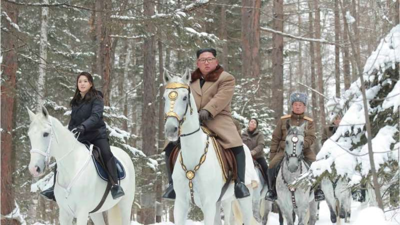 a person riding a horse in the snow: Kim Jong Un rides white horse through historic battlefields in North Korea. Experts on the hermit nation are seeing symbolism.