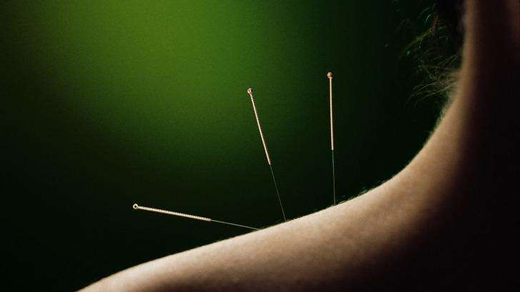 A woman suffered a collapsed lung after acupuncture treatment from an unregistered practitioner.