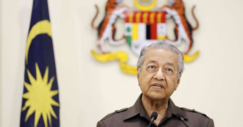 Mahathir Mohamad wearing a suit and tie: Malaysian Prime Minister Mahathir Mohamad at a press conference in Putrajaya, near Kuala Lumpur, on April 15, 2019.