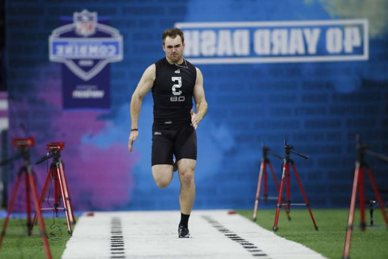 a person walking in the grass: Georgia Bulldogs quarterback Jake Fromm (QB05) runs the 40 yard dash during the 2020 NFL Combine at Lucas Oil Stadium on February 27, 2020.