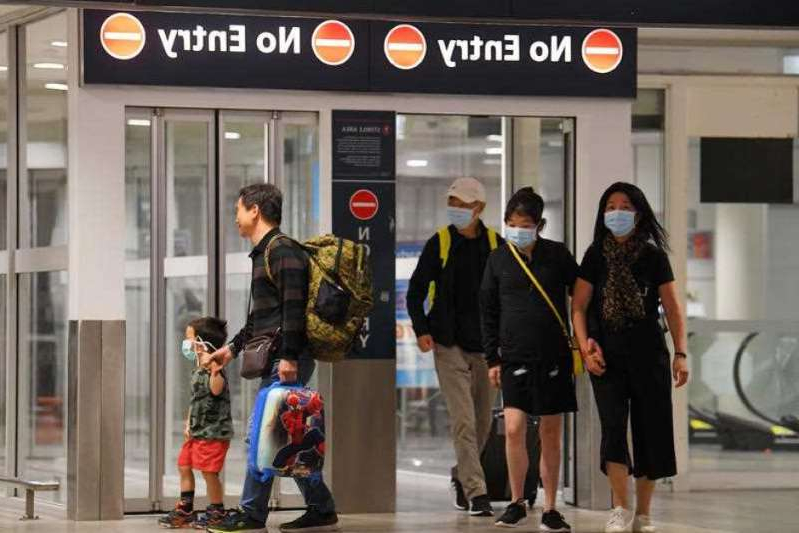 The Federal Government has extended its coronavirus travel ban for travellers from Italy, South Korea, Iran and China for another week as the number of Australian cases continues to rise.