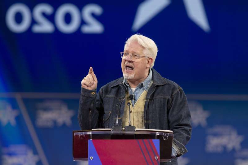 a man standing in front of a stage: Glenn Beck, conservative political commentator and radio host, speaks during the Conservative Political Action Conference (CPAC) in National Harbor, Maryland, U.S., on Saturday, Feb. 29, 2020. (Stefani Reynolds/Bloomberg)