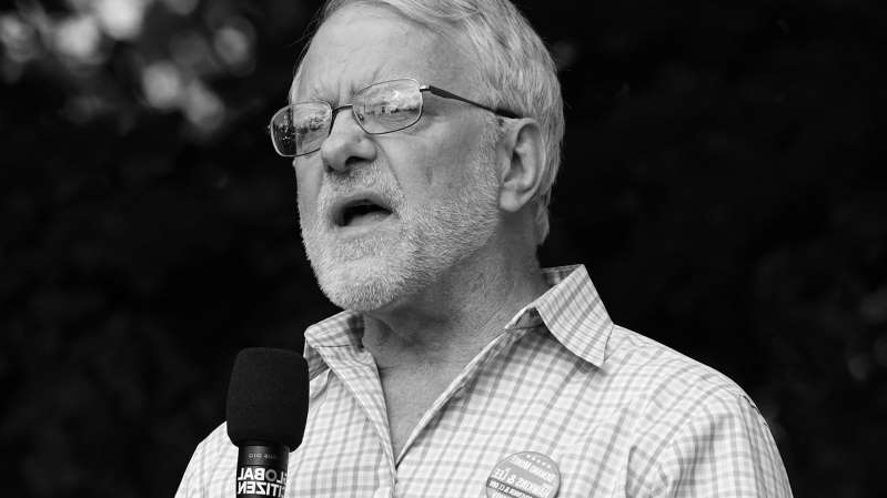 a man wearing glasses: Green Party stalwart Howie Hawkins. (Michael Kovac/FilmMagic via Getty Images)