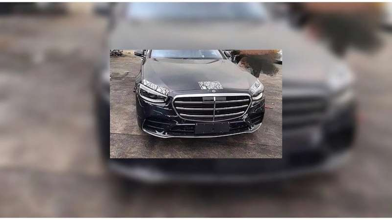a silver and black car: 2021 Mercedes Benz S Class Front End Leak