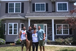 Steelers RB James Conner surprises mom with a brand-new house