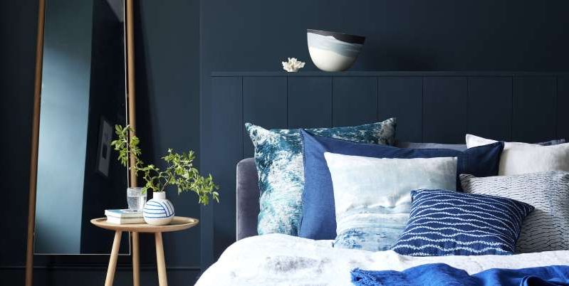 a bed with a blue blanket: Are you looking to detoxify the air in your bedroom? From chemicals in candles to harsh cleaning products, there are many swaps that will get rid of toxins.