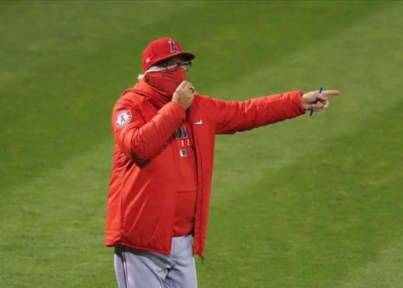 a man throwing a baseball on a field: MLB: Los Angeles Angels at Oakland Athletics