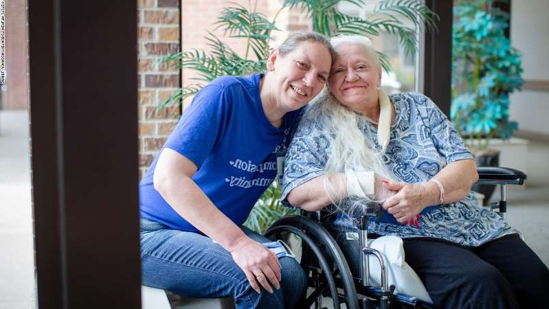 a person sitting on a chair: Sisters Doris Crippen, a Covid-19 survivor, left, and Bev Boro reunited after over five decades.