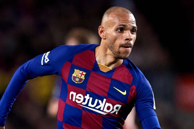 Martin Braithwaite in a baseball uniform throwing a ball: FC Barcelona v Real Sociedad - La Liga