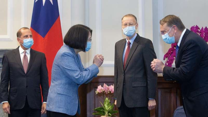 a group of people standing next to a person in a suit and tie: Taiwan's President Tsai Ing-wen greets a US official at a meeting with US Secretary of Health and Human Services Alex Azar (right) and director of the American of Institute in Taiwan, Brent Christensen (second left) [Pei Chen/Pool via AFP]