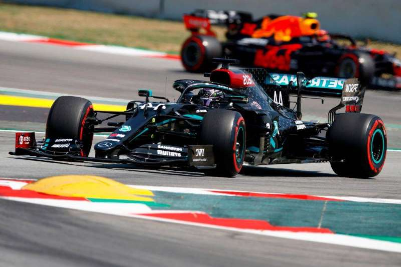 Lewis Hamilton holt in Barcelona die Pole Position