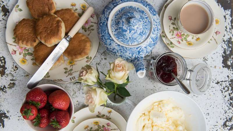 a plate of food on a table: afternoon tea