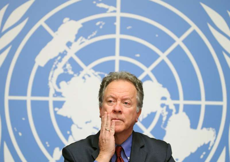 David Beasley wearing a suit and tie: FILE PHOTO: WFP Executive director Beasley attends a news conference in Geneva
